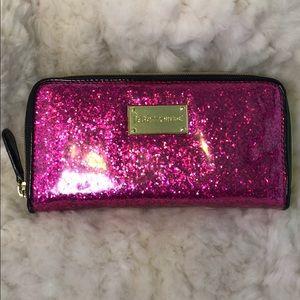 💋 🎀 Betsey Johnson Zippered Wallet